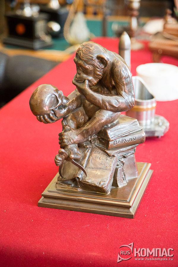 Скульптура «Обезьяна-мыслитель», подаренная Ленину первым концессионером Армандом Хаммером