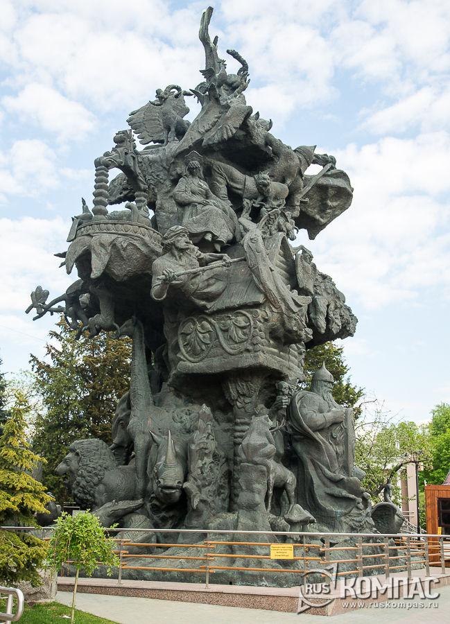 Памятник «Дерево сказок» (автор Церетели)
