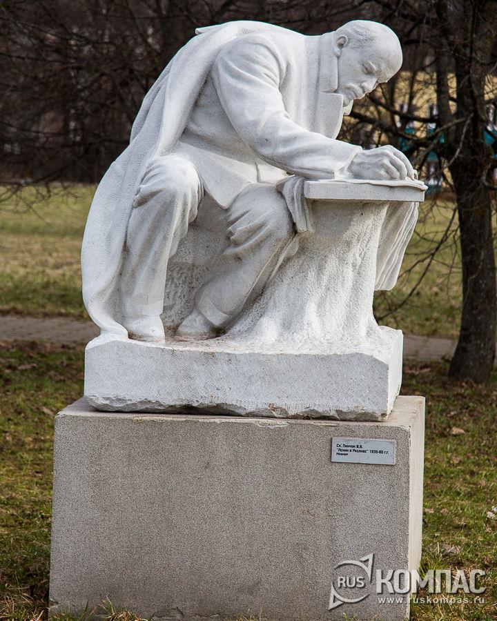 Скульптура «Ленин в Разливе», автор Пинучук В.Б.
