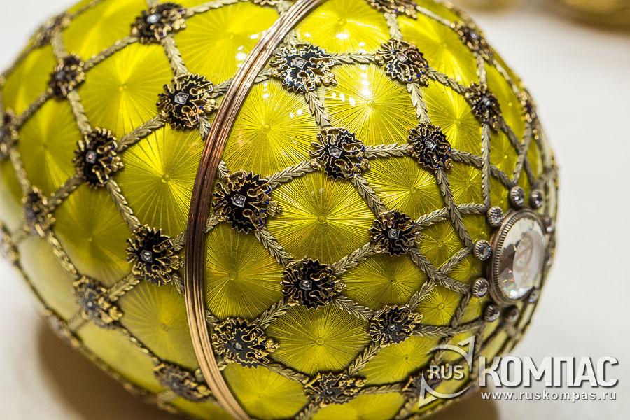 Яйцо «Коронационное» изготовлено к первой годовщине коронации и подарено Александре Федоровне