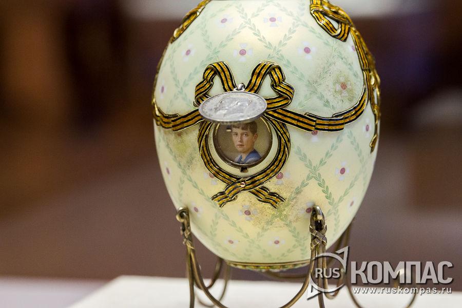 Акварельная миниатюра с портретом цесаревича Алексея на пасхальном яйце «Орден Святого Георгия» фирмы К. Фаберже, 1916 год