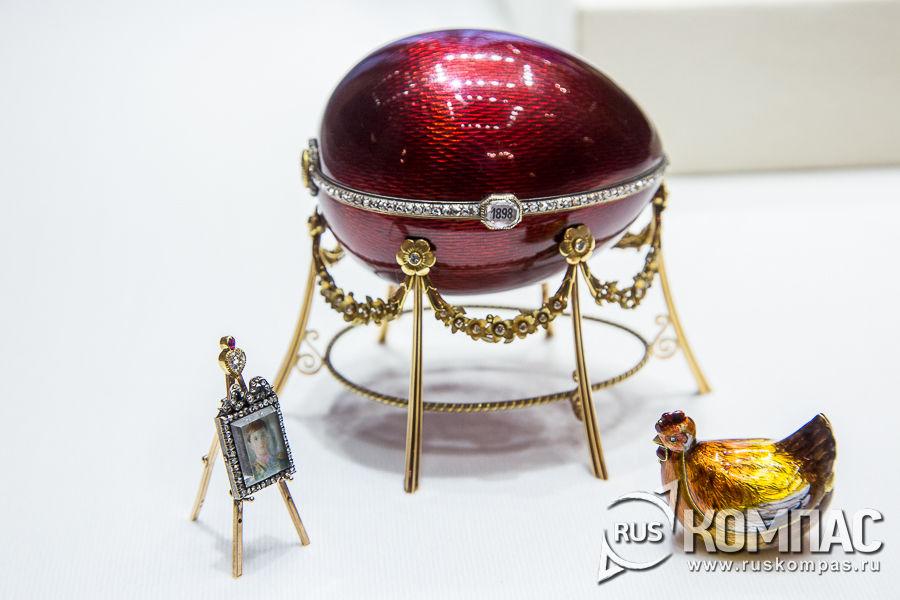 Первое пасхальное яйцо «Курочка» для Варвары Петровны Кельх (Базановой) фирмы К. Фаберже, 1898 год