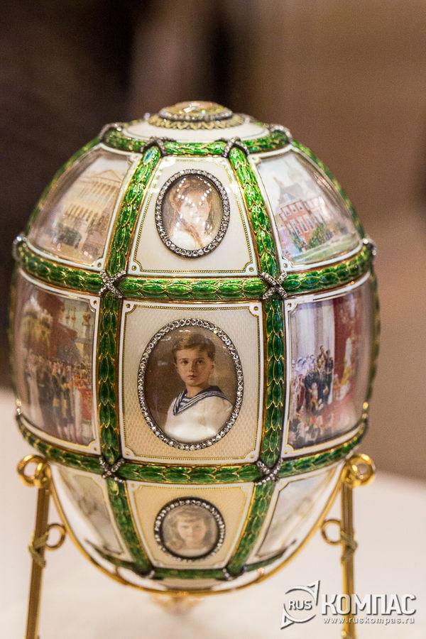 Портреты царевича и царевн на пасхальном яйце «Пятнадцатилетие царствования» фирмы К. Фаберже, 1911 год