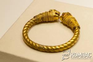 Золотой браслет с головами льва, изготовленный Карлом Фаберже, 1882 год