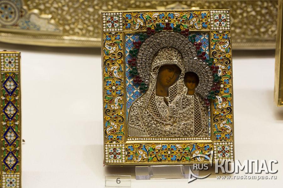 Иконка в окладе, украшенном эмалью, сканью и камнями