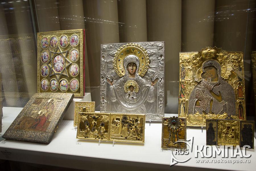 Иконы, украшенными басменными окладами