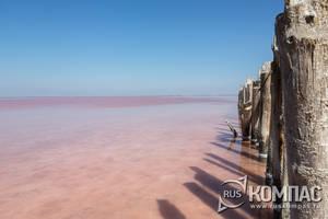 Интенсивность розового цвета озера меняется не только он времени года, но и от направления ветра
