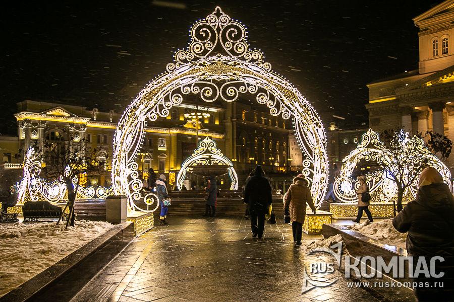 Новогодние арки перед Большим театром