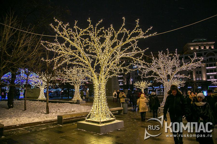 Деревья из лампочек