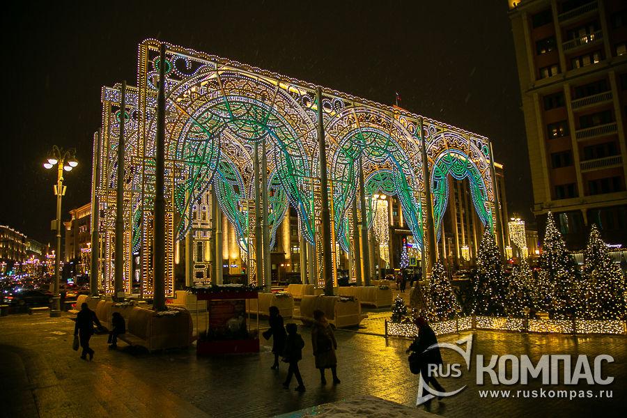 Новогодняя арка на Манежной площади