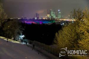 Световая подсветка вдоль Москва-реки на Воробьёвых горах