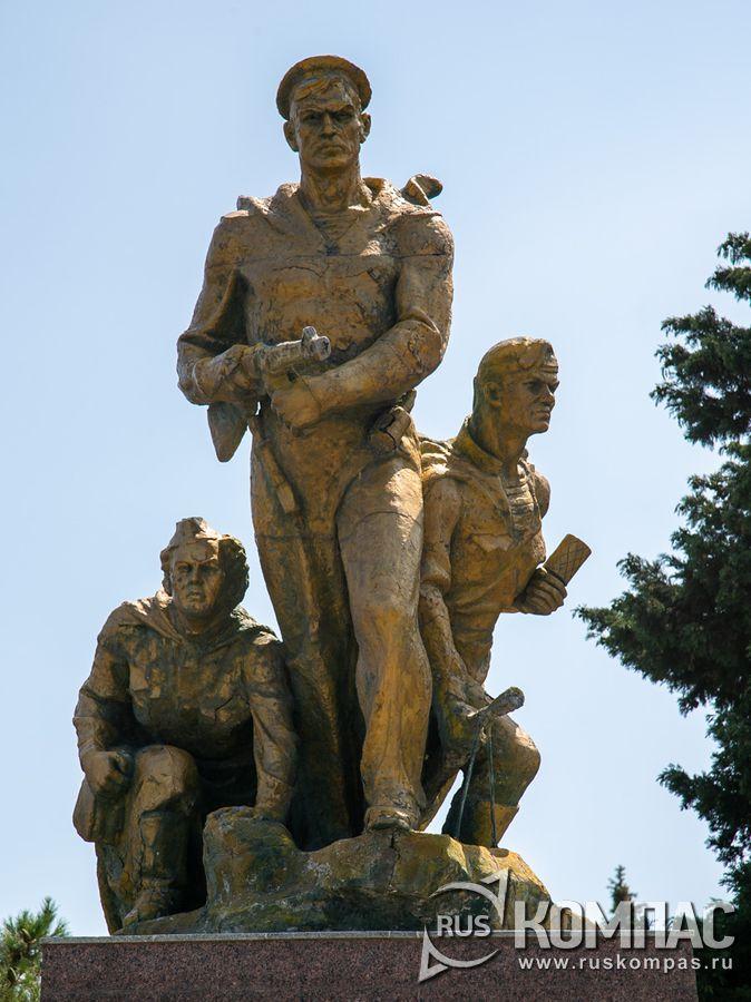 Памятник погибшим в боях на Малой Земле в Долине смерти около Колдун-горы