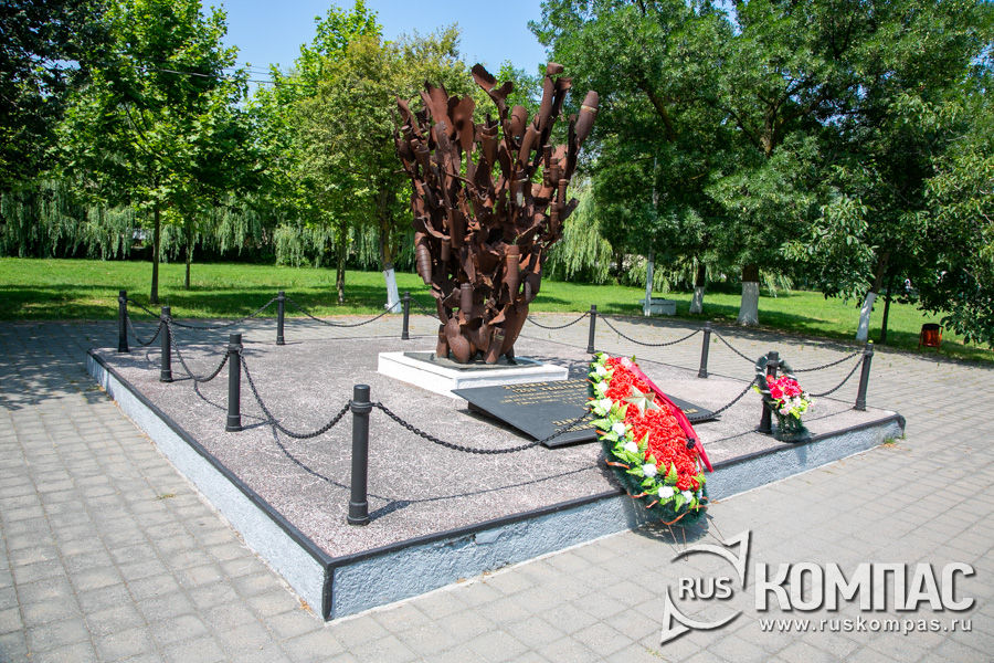 Памятник «Взрыв» в мемориальном комплексе «Долина смерти» в Мысхако