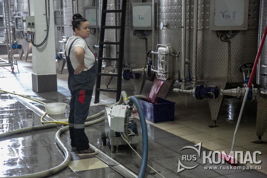 Автоматическая мойка резервуаров в цехе брожения