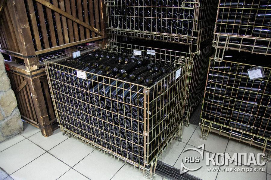Корзины с вином в подвалах Мысхако