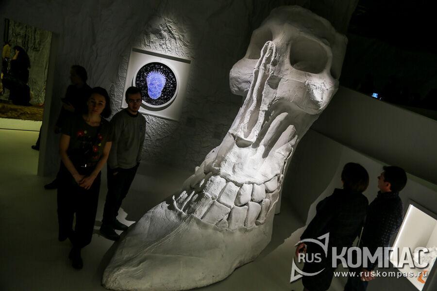 Работа Александра Бурганова «Большой каблук»