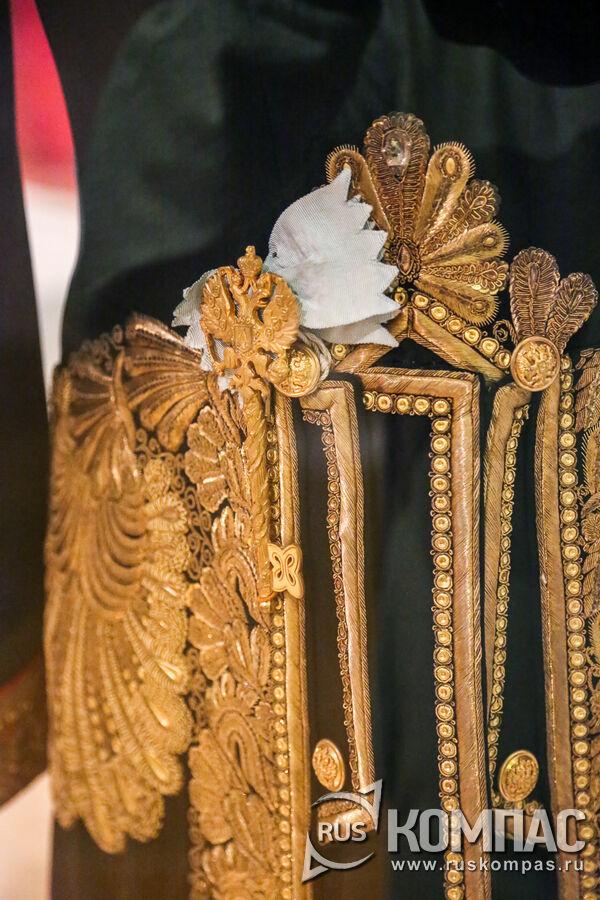 Камергерский ключ на голубой муаровой ленте
