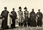 Групповой портрет придворных служителей. Неизвестный фотограф. Россия, 1900-е.