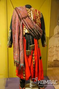 Парадный костюм придворного арапа фирмы «И.П. Лидваль» состоит из куртки, жилета, штанов, кушака, штиблетов, шали и туфлей