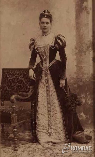 Зинаида Николаевна Юсупова в маскарадном костюме с жемчужиной Пелегрина в волосах