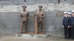 Памятник труженикам Волги открыли у стен Волжского пароходства