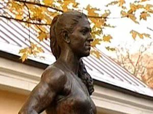 Олимпийской чемпионке из Тулуна установили памятник в Санкт-Петербурге