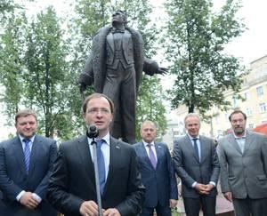 В Кирове торжественно открыли памятник Федору Шаляпину