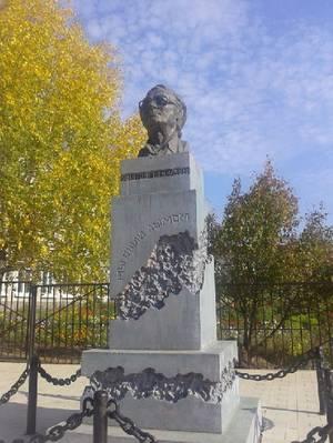 В Пермском крае появился памятник режиссеру-документалисту Анатолию Балуеву