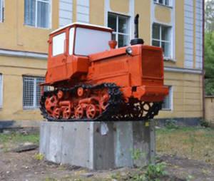 В Воронеже появился памятник трактору