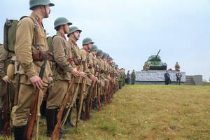 На Бородинском поле военные реконструкторы вспомнили осень 1941 года