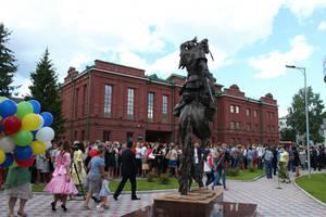 В Томске появился памятник Ермаку на коне с пятью ногами