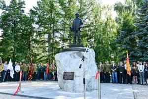 Скульптура на камне: В Озёрске открыли памятник с «кузькиной матерью»