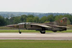 Самолет-памятник МиГ-23 установили на въезде в Монино
