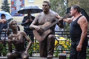 В Люберцах появилась скульптурная композиция в честь группы Любэ