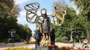 В Самаре на Безымянке открыли памятник «Женщина-мать»