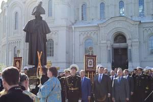 Памятник адмиралу Федору Ушакову открыт в Кронштадте
