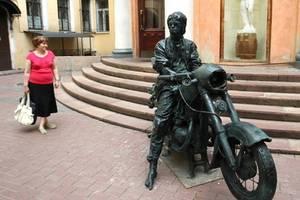 Памятник Виктору Цою открыли под Новгородом