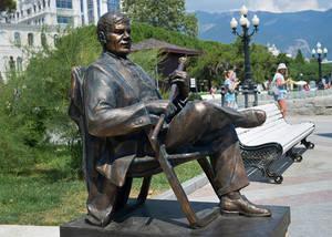 В Ялте установили памятник Пуговкину