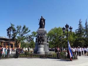 Императрица в бронзе и граните в Симферополе открыли памятник Екатерине II