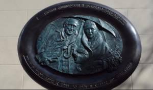 В столице открыли мемориальную доску Ростроповичу и Вишневской