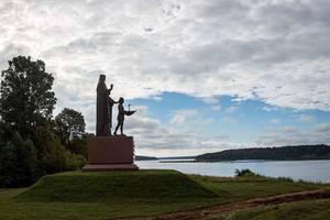 Адмиралу Ушакову открыли памятник на месте его крещения
