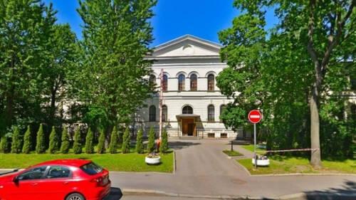 Здание бывшей богадельни на улице Смольного стало памятником