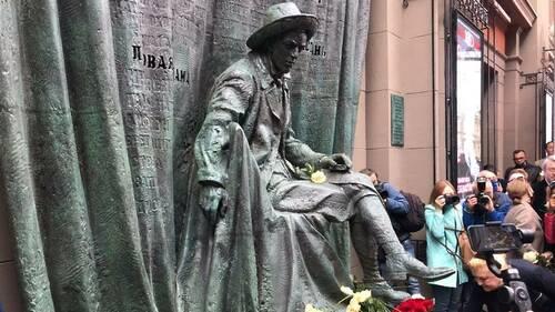 На Арбате открыли памятник Евгению Вахтангову