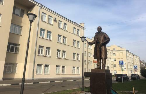 В Твери устанавливают памятник художнику Ефрему Зверькову