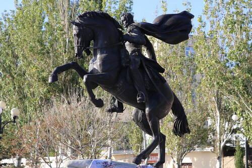 В Феодосии состоялось открытие памятника генералу Котляревскому