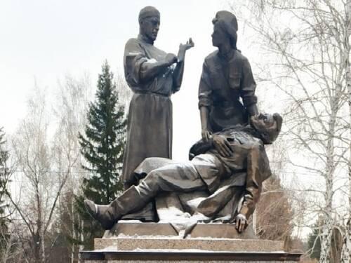 В Омске установили памятник военным медикам