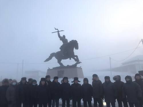 Памятник Василию Манчаары открыли в Якутии