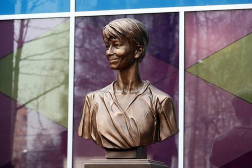 Памятник Доктору Лизе установили в подмосковном Красногорске