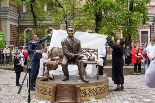 Памятник Олегу Маслову открыли в Благовещенске