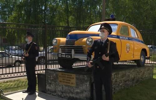 У костромичей появился памятник легендарному автомобилю «Победа»